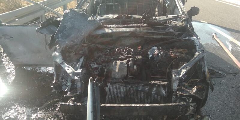 Seyir halindeki otomobil cayır cayır yandı!