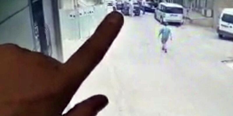 Alçılı ayağıyla kullandığı otomobille çarptığı kadını yaraladı