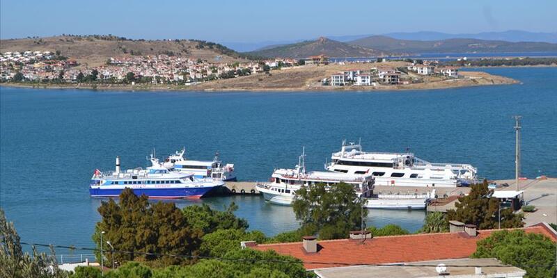 Semadirek Adası'nda binin üzerinde turist mahsur kaldı: Aralarında Türkler de var