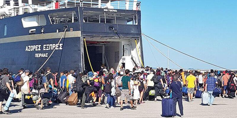 Türkler adada mahsur... 'Yatacak yer yok'
