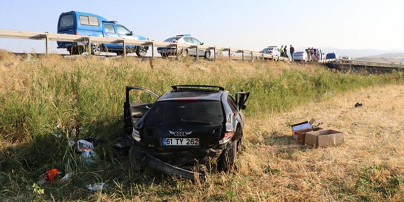 Otomobil şarampole devrildi: 2 ölü, 1 yaralı