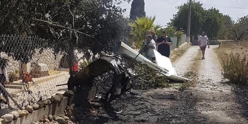 İspanya'da uçak ve helikopter havada çarpıştı!