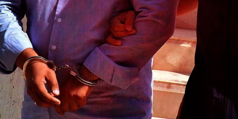 FETÖ elebaşının kitabında parmak izi çıkınca gözaltına alındı