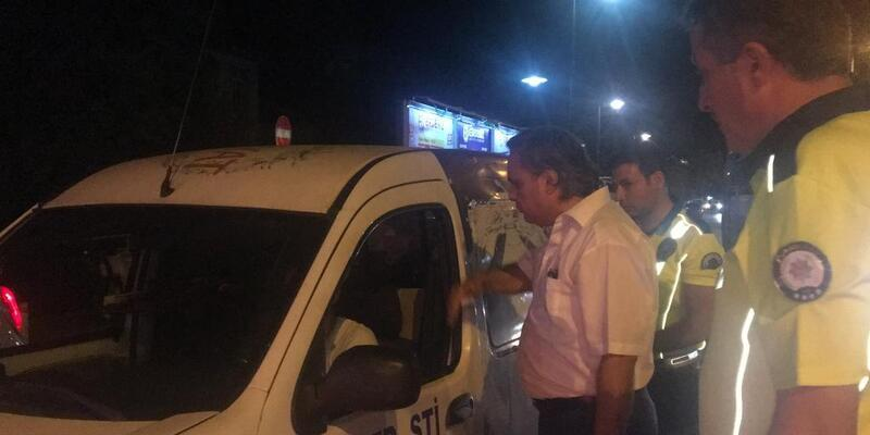 Kavşakta ters yöne giren sürücü emniyet müdürüne yakalandı