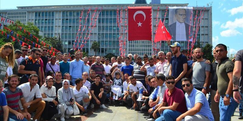 İstanbul Büyükşehir Belediyesi önünde protesto