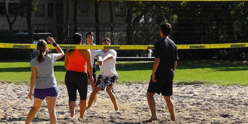 Uzmanlar plaj ve havuz sakatlıklarına karşı uyarıyor!