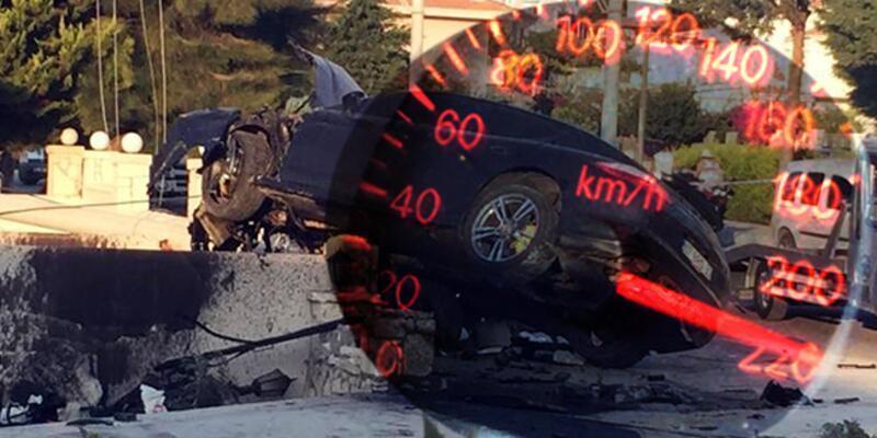 İzmir'de feci kaza! Lüks aracın ibresi 220'de kilitli kaldı