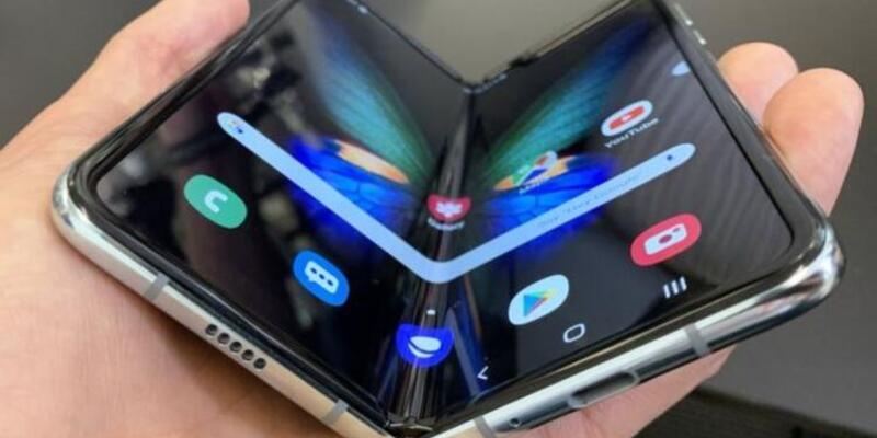 Samsung'un katlanan telefonu Galaxy Fold satışa çıktı! İşte fiyatı