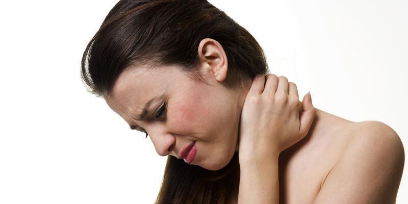 Omuz ağrılarını ihmal etmeyin