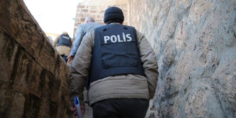 Son dakika... İçişleri Bakanlığı'ndan ülke genelinde eş zamanlı operasyon: Çeşitli suçlardan aranan 2 bin 806 şahıs yakalandı
