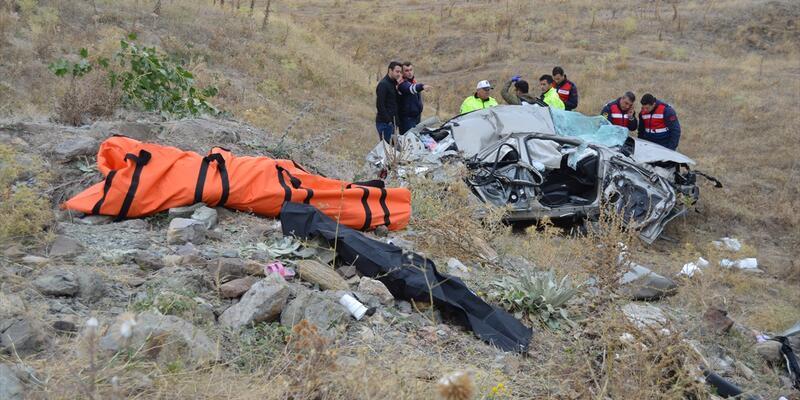 Afyonkarahisar'da katliam gibi kaza: 3 ölü, 2 yaralı