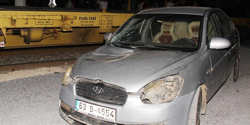 Tren ile otomobil çarpıştı: Yaralılar var