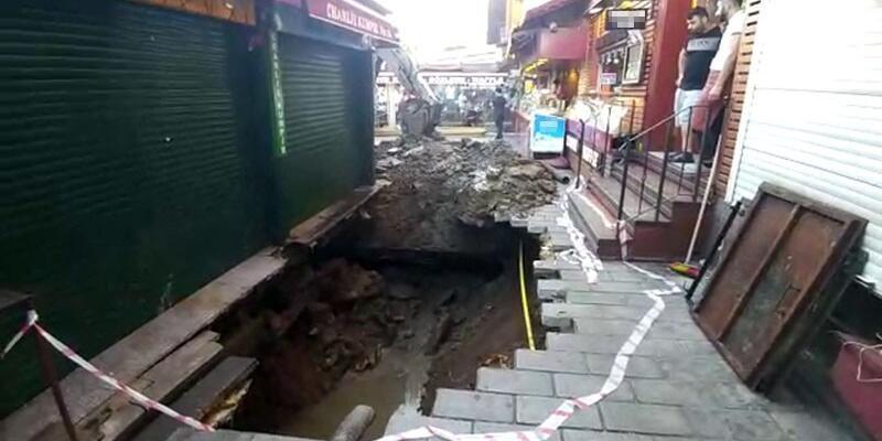 Ortaköy'de yol çöktü