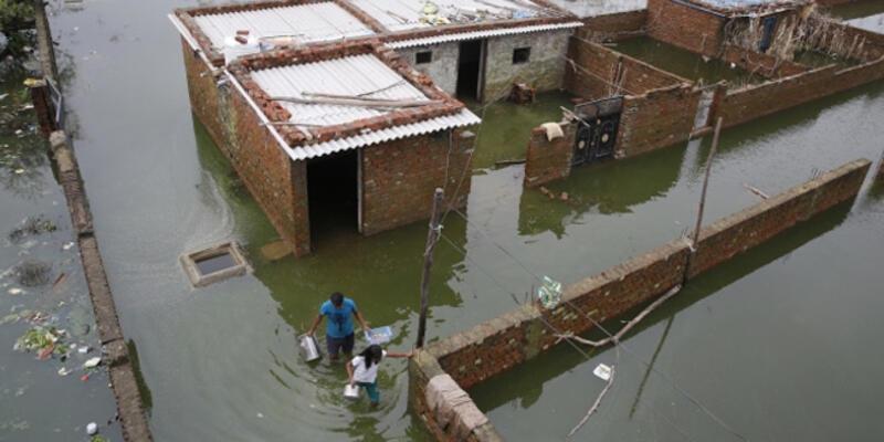 Hindistan'daki şiddetli yağışlar sonrası 120 kişi hayatını kaybetti