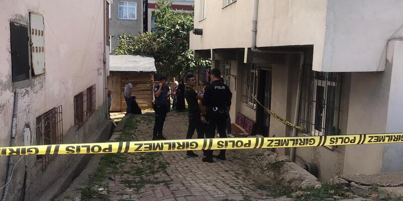 Genç kız kaldırımda silahla vurulmuş halde bulundu