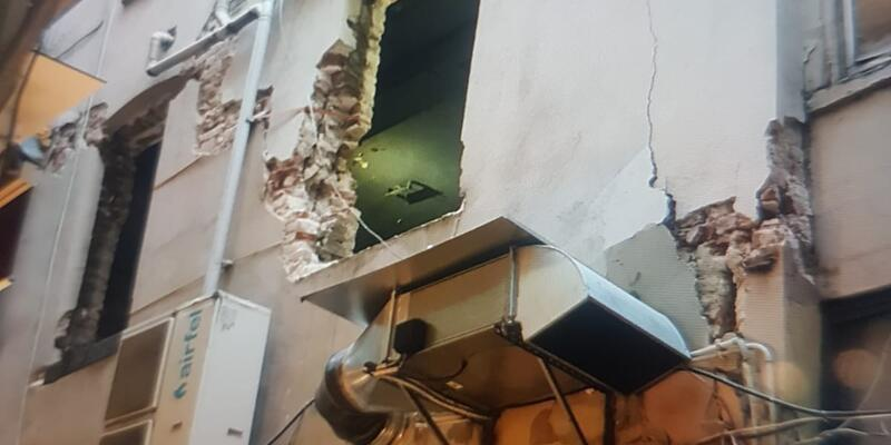 Beyoğlu'ndaki mühürlenen bina 90 yaşında çıktı