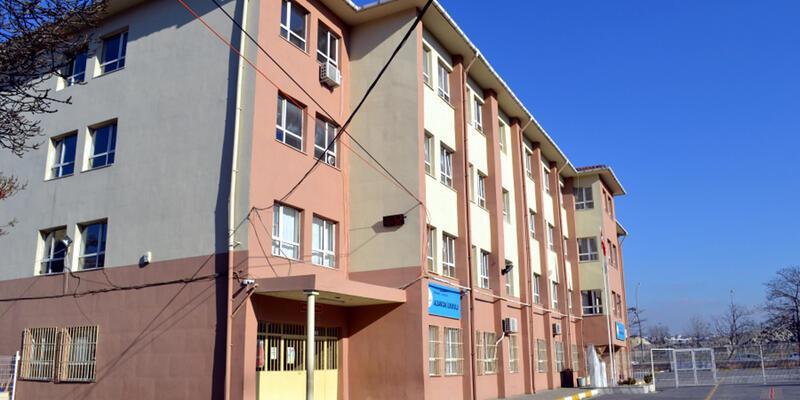 Avcılar'da binaları riskli bulunan 2 okul tatil edildi