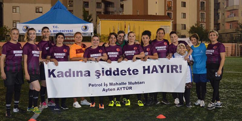 Kadınlar, 'Şiddete karşı futbol' sloganıyla sahaya çıktı