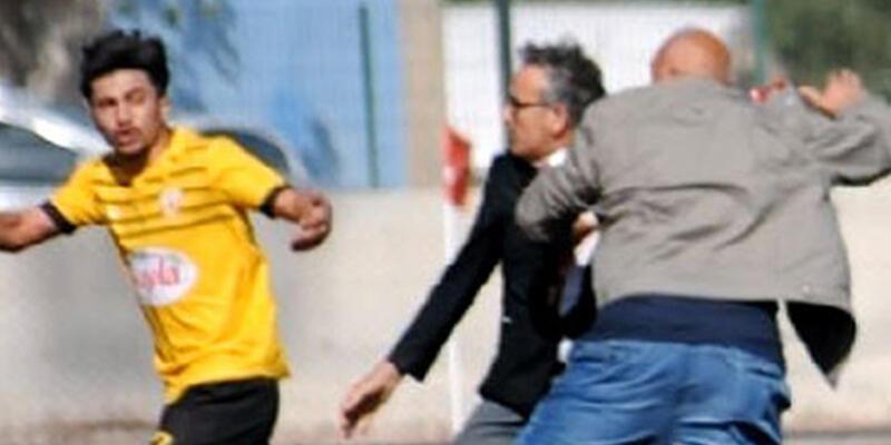 Kırmızı kart gören futbolcuya başkan tokadı