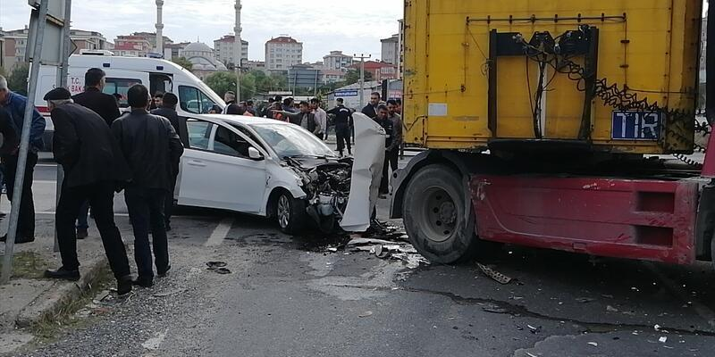 Otomobil ile TIR çarpıştı: 5 yaralı