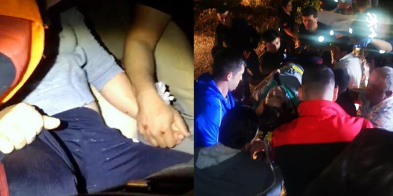 Kazada otomobilde sıkışan eşinin elini bırakmadı