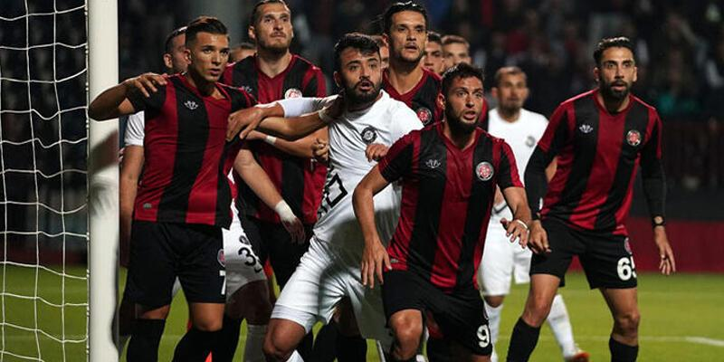 Erkan Zengin 2 gol attı, kendini oyundan aldı
