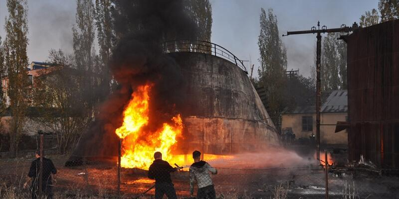 Kars'ta eski zift deposunda yangın