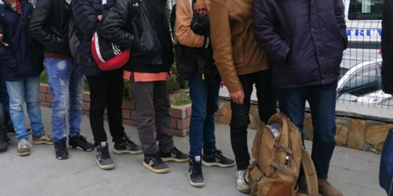 Balıkesir'de 49 düzensiz göçmen yakalandı