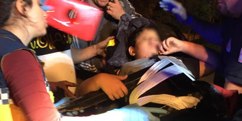 Üzerinden atlamak istediği demir korkuluklar, küçük çocuğun vücuduna saplandı