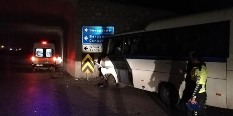 Manisa'da servis ile kamyon çarpıştı: Çok sayıda yaralı var