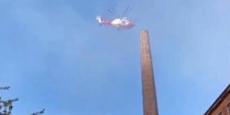 88 metre yüksekliğindeki bacada asılı kalan kişi öldü
