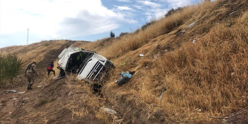 Yolcu minibüsü devrildi: 13 yaralı