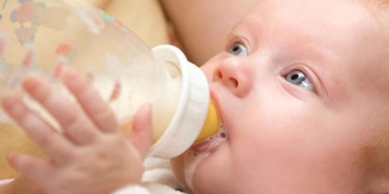 Bebeğinizi sakın yatırarak beslemeyin