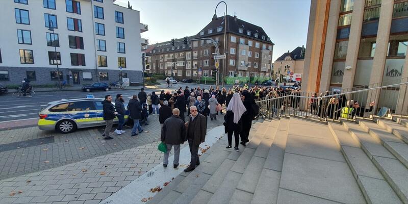 Almanya'daki DİTİB Genel Merkezi'ne yapılan bomba ihbarı asılsız çıktı
