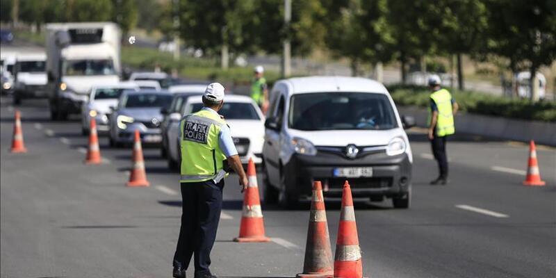 Trafikte yeni dönem: Bugünden itibaren kullanana 4 bin TL ceza!