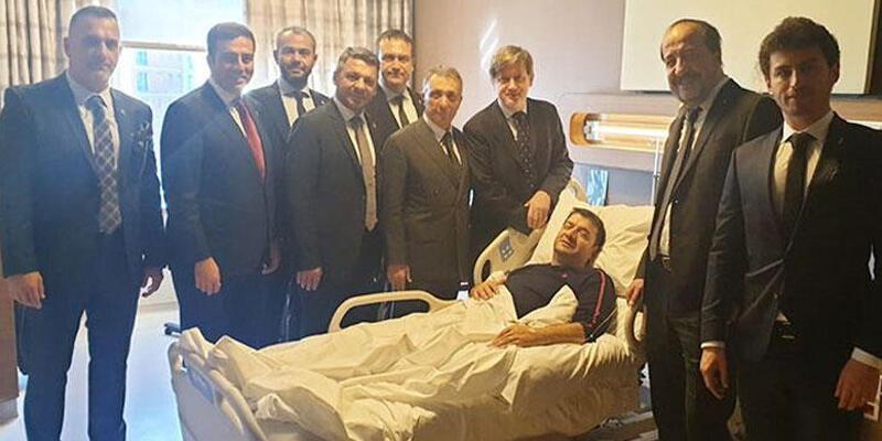 Ahmet Nur Çebi ameliyat olan Erdal Torunoğulları'nı ziyaret etti