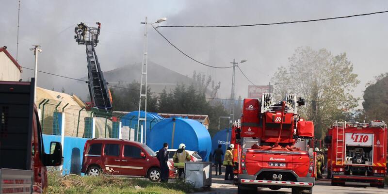 Son dakika: Tuzla'da fabrikada yangın