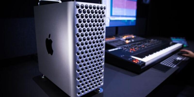 Calvin Harris, yeni Mac Pro kullanırken görüntülendi