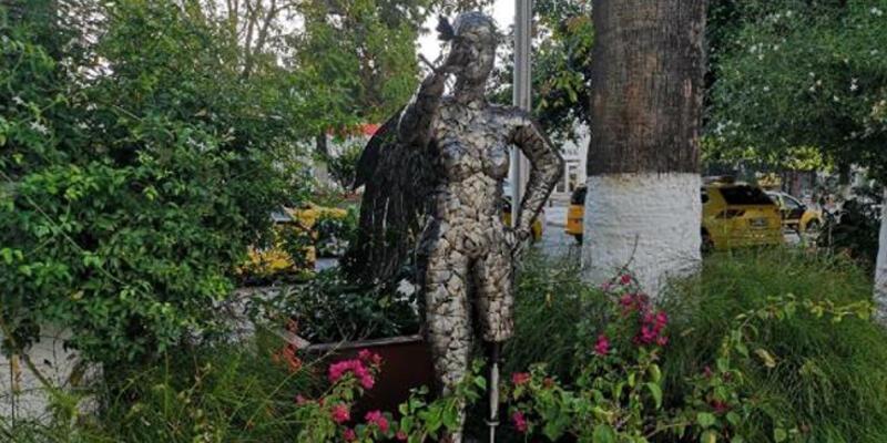 Bodrum'da Neslican Tay heykeli dikildi