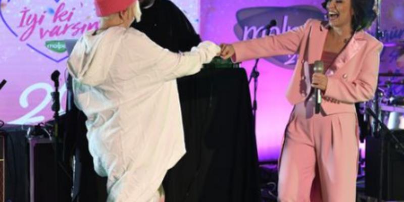 Fatma Turgut ve Ayben'den rap performansı