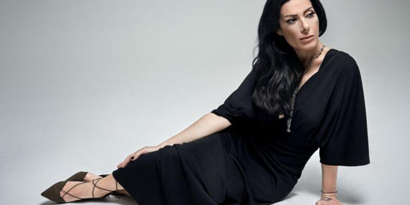Şarkıcı Gülay hastaneye kaldırıldı