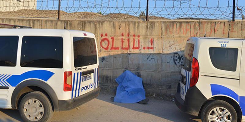 'Ölüü' yazan duvarın önünde ölü bulundu