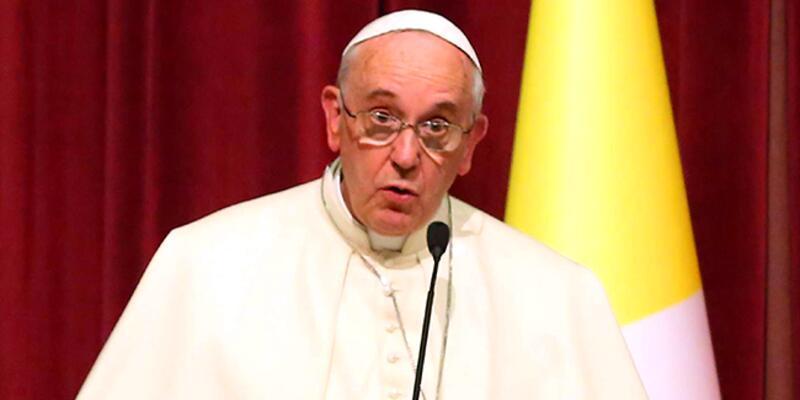 Papa'ya yakın piskopos hakkında uluslararası yakalama talebi