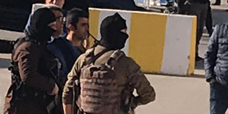 Adliye önünde silahlar çekilmişti! Baba ve oğlu tutuklandı