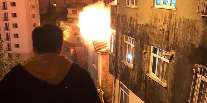 İstanbul'da 4 katlı binada yangın!