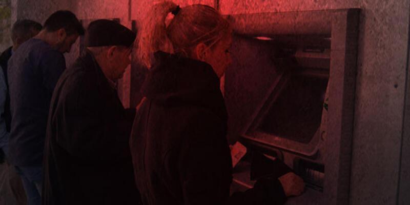 Bir garip olay! Cezaevine girmek için ATM'lere zarar verdi