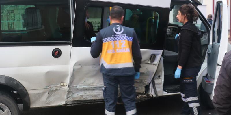 Öğrenci servisi kazaya karıştı: 4 yaralı