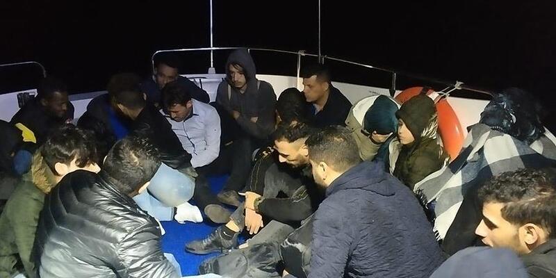 Balıkesir'de 26 düzensiz göçmen yakalandı