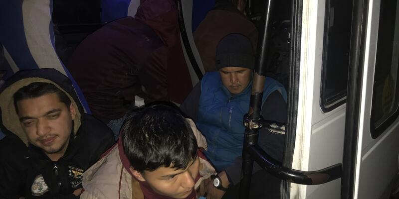 Ayvacık'ta 98 kaçak göçmen yakalandı