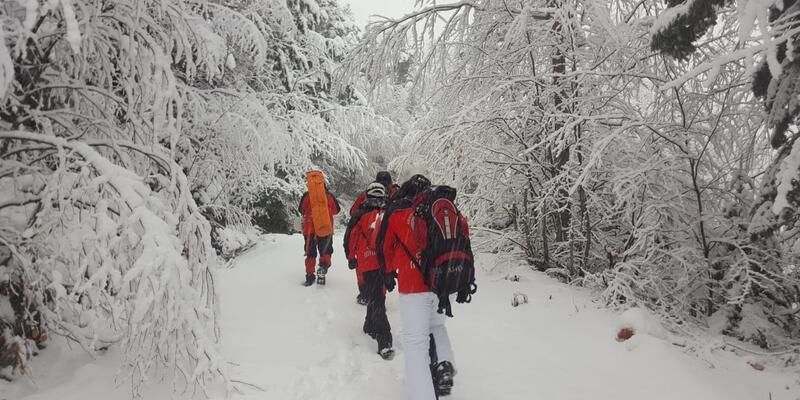 Uludağ'da kaybolan dağcıları ararken kaybolan AKUT ekibine ulaşıldı